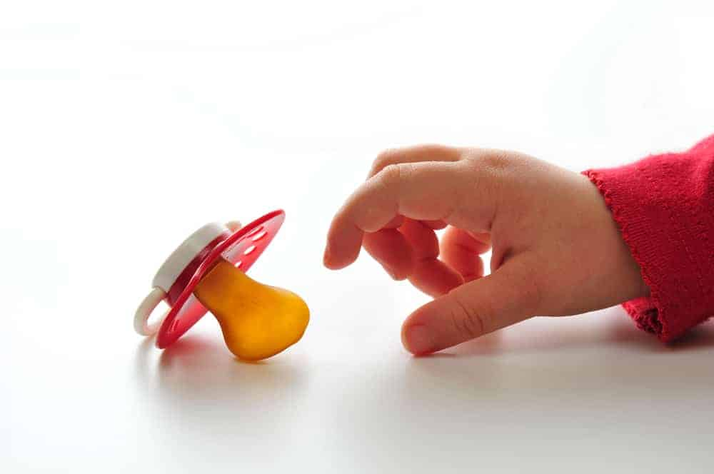 The Complete Pacifier Weaning Guide: How and When to Stop the Pacifier?