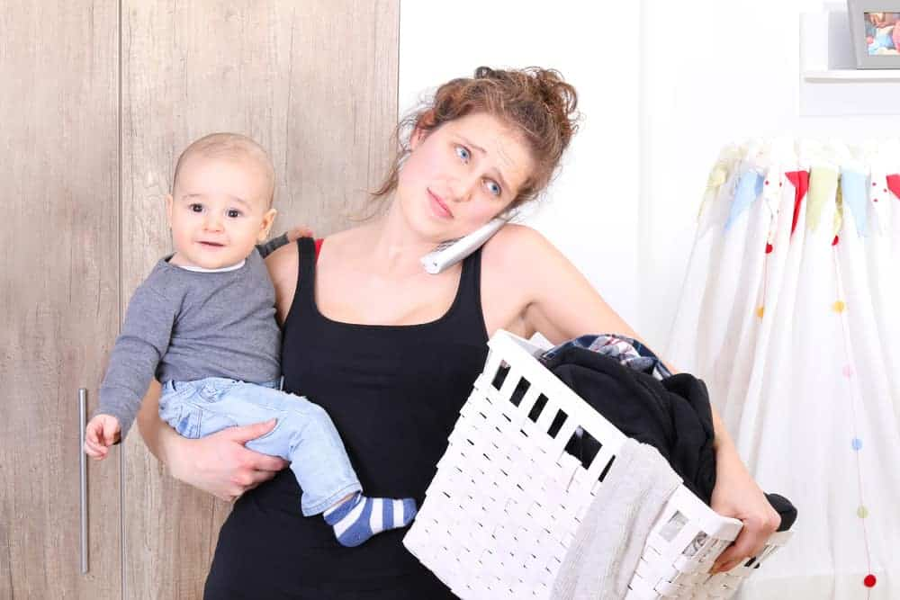 Working Moms vs Stay at Home Moms (SAHM): Pros and Cons