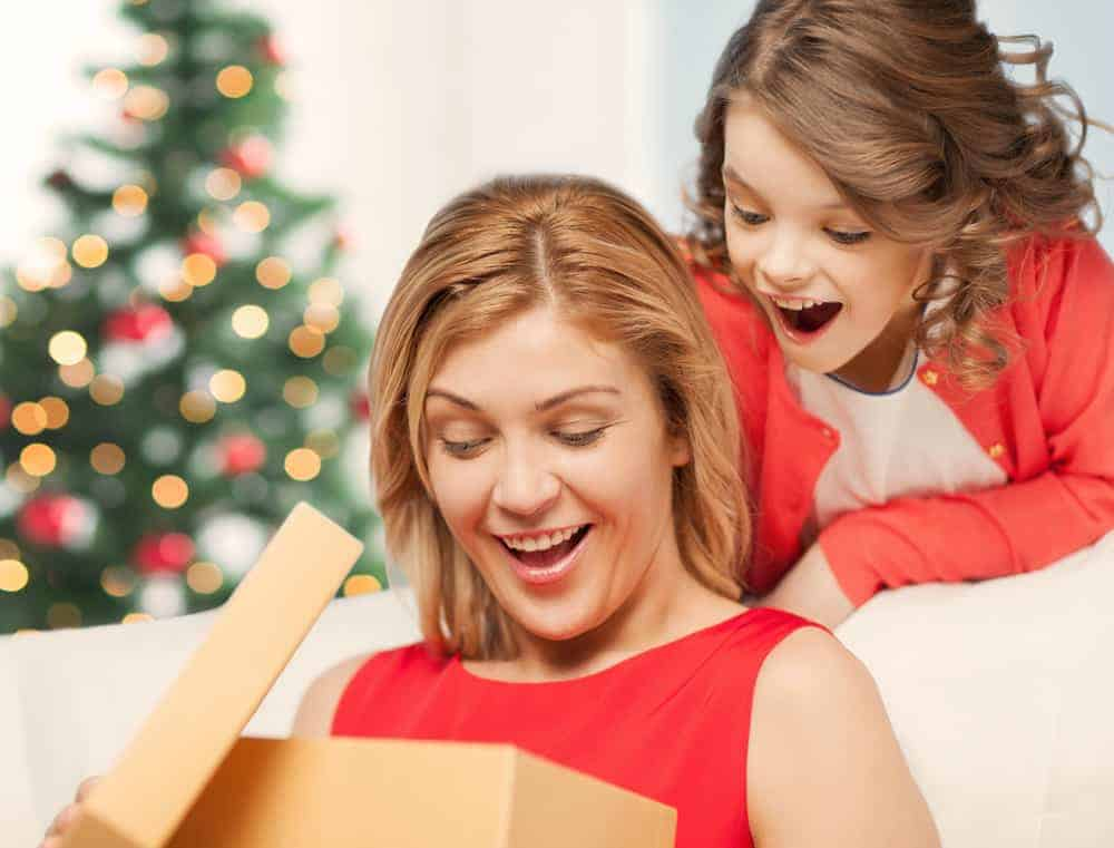 13 Best Christmas Gifts for Mom She Will Absolutely Love!